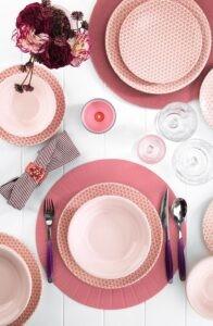 Розовая посуда