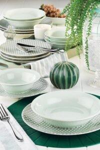Зелёная посуда с узором